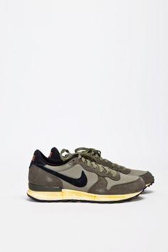 Nike Sportswear - Air Solstice Olive - TRÈS BIEN ($100-200) - Svpply