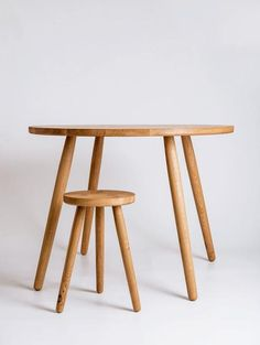 Pippy Oak Round Dining Table