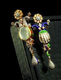 One-of-a-kind Peacock pendants with Uncut diamonds in #Enamel setting. (kalajee.wordpress.com)