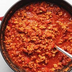 This turkey chili might be healthy, but it is super easy and full of flavor! Best of all, it can be made in the Crockpot, Instant pot, or stove top and it is zero Weight Watchers points. Weight Watchers Chili, Plats Weight Watchers, Chilli Recipes, Healthy Recipes, Ww Recipes, Canning Recipes, Detox Recipes, Instant Pot, Chili Without Beans
