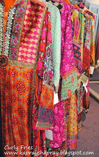 Last weekend vendor and organiser Hina Rasim held her latest exhibition in London - I thought it was a great opportunity to check out some . Pakistani Fashion Party Wear, Pakistani Dresses Casual, Pakistani Bridal Dresses, Tribal Fashion, Boho Fashion, Fashion Dresses, Beaded Embroidery, Hand Embroidery, Balochi Dress