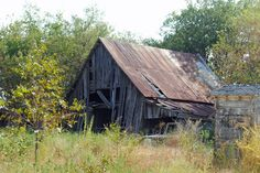 Old Barn Photography in Hickory Creek, Texas Abandoned Houses, Old Houses, Abandoned Castles, Abandoned Places, Farm Barn, Old Farm, Old Mansions, Abandoned Mansions, Snow Covered Christmas Trees
