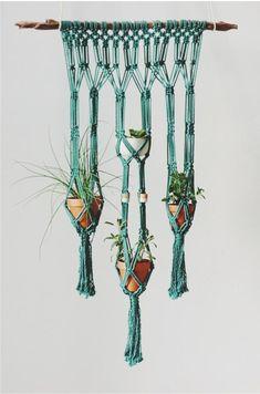 Diy Macrame Wall Hanging, Macrame Plant Hanger Patterns, Free Macrame Patterns, Macrame Plant Holder, Macrame Mirror, Macrame Curtain, Macrame Knots, How To Macrame, Macrame Bag