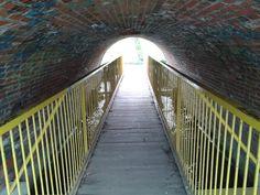 Most pod mostem - most wzdłuż rzeczki. Cenię takie nietypowe pomysły. Lubin #1 Most