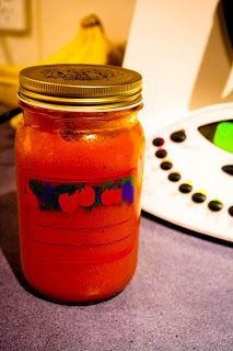 Paleomix: Homemade Ketchup tomatoes (ripe) cut into quarters red peppers, cut into pieces red onions, cut in half 2 garlic. Homemade Ketchup, Homemade Sauce, Thermomix Soup, Raw Food Recipes, Cooking Recipes, Bellini Recipe, Quirky Cooking, Tomato Sauce Recipe, Gaps Diet