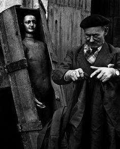 Galerie VU - Christer Strömholm series The man in the box, Paris 1952