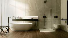 Begehbare Dusche in einem Bad mit Marmorwand und Parkett