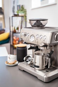 Sage - The Barista Express · Berliner Speisemeisterei My Coffee Shop, Coffee Bar Home, Coffee Barista, Coffee Corner, Espresso Coffee, Coffee Love, Breville Espresso, Coffee Making Machine, Coffee Machine