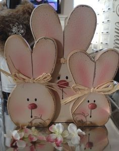 20 Super Easy DIY Wooden Decorations To Beautify Your Home This Easter - design-ideen Bunny Crafts, Easter Crafts, Diy Crafts, Rabbit Crafts, Wooden Crafts, Wooden Diy, Hoppy Easter, Easter Bunny, Holiday Wood Crafts