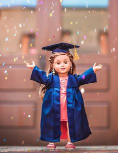 Celebrate In Style with a graduation cap and gown for your American Girl doll! Find the sewing pattern at Pixie Faire. American Girl Doll Pictures, American Girl Clothes, Girl Doll Clothes, Doll Clothes Patterns, Clothing Patterns, American Girls, Barbie Clothes, Doll Patterns, Dress Patterns