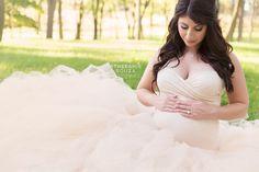 Angelic and classy maternity photoshoot at sunset in Rochester NY - Sthefanie Souza Photography - #rochesterny #maternityphotos #sthefaniesouza