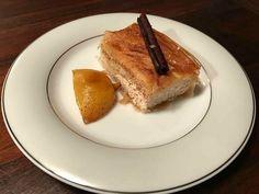 Μυζηθρομπούρεκο….από την Αλεξάνδρα Σουλαδάκη http://www.donna.gr/17074/muzithrompoureko-apo-tin-alexandra-souladaki/  Το μυζηθρομπούρεκο είναι ένα κατ εξοχήν Κρητικό γλυκό, ένα γλυκό για τις εποχές που τα ζαχαροπλαστεία δεν ήσαν γεμάτα βούτυρα και σαντιγές, δεν ήσαν γεμάτα λιωμένες σοκολάτε�