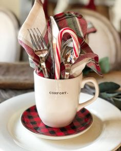 Christmas Is Coming : Cute table setting idea using coffee cup and candy cane : Minimal low waste holiday decor party ideas