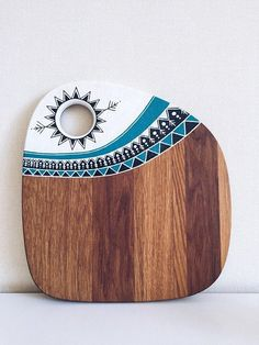 Ethnic Art Wood Cutting Board Hand Painted Chopping Butcher Block Custom Round Cheese Serving Wood Board Platter Home Kitchen Decor - Bathroom Ideas Wood Board Crafts, Wood Crafts, Diy Wood, Into The Woods, Diy Cutting Board, Wood Cutting Boards, Motif Arabesque, Metzger, Diy Kitchen Decor