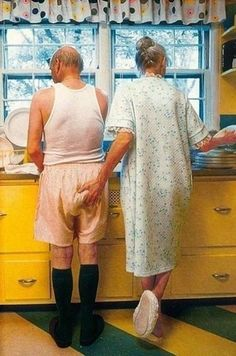 Couples love older elderly old people photo romance funny cute Forever Love, Forever Young, Growing Old Together, Old Couples, Mature Couples, Old Love, Young At Heart, Aging Gracefully, Getting Old
