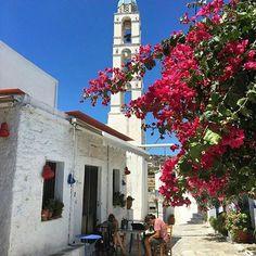 Στο πανέμορφο χωριό Κάμπος!!Φώτο:@giopat #Τήνος #κάμπος #tinos_island #kampos #tinosvillages #visittinos #visitgreece #cyclades_islands #greekislands #wu_greece #travelingreece #welovegreece #i_promote_tinos #ig_cyclades San Francisco Ferry, Greece, Island, Building, Instagram Posts, Travel, Greece Country, Viajes, Buildings