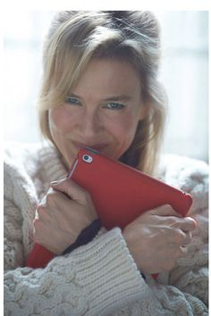 Renee Zellweger in 'Bridget Jones' Baby' - First Photo!: Photo Renee Zellweger poses with her iPad in the first image from her upcoming movie Bridget Jones' Baby. The actress is returning to the role nearly twelve… Bridget Jones Diary 3, Bridget Jones Movies, Bridget Jones Baby, Renee Zellweger Bridget Jones, Colin Firth, Kino Box, Helen Fielding, Baby Cast, Baby Diary