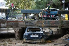 El vehicle que ahir va ser arrossegat per la riera de Cabrils a Vilassar de Mar.