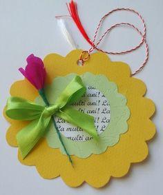 felicitare martisor cu brandusa din hartie March Crafts, Spring Crafts, Diy Arts And Crafts, Crafts For Kids, Diy Crafts, Paper Flowers Diy, Flower Crafts, School Board Decoration, 8 Martie