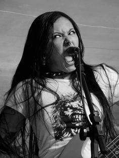 Fernanda Lira  bajista y vocalista de Nervosa