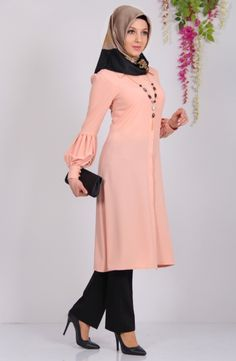 I love the modest Turkish look. This top is very fashionable and lovely blush peach color that I enjoy wearing. Muslim Women Fashion, Islamic Fashion, Womens Fashion, Abaya Fashion, Modest Fashion, Fashion Dresses, Hijab Dress, Muslim Dress, Habits Musulmans