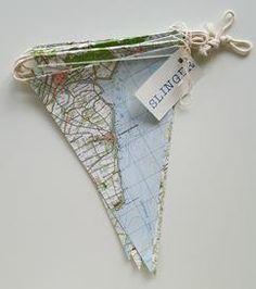 Vlaggetjes maken van een oude atlas, leuk idee!