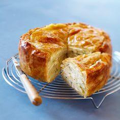 Découvrez la recette Tourte aux pommes de terre sur cuisineactuelle.fr.