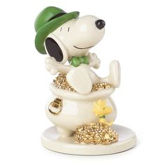Lenox Peanuts Lucky Leprechaun Irish Snoopy Figurine St Patrick's Day Pot Of Gold Irish Leprechaun, Peanuts Christmas, Christmas Trees, Peanuts Characters, Cartoon Characters, Kobold, St Patrick's Day Gifts, Lucky Day, Pot Of Gold