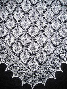 Estonian Jewel pattern by Beatrice Olsson This shawl pattern was d… - Tuch Stricken Lace Knitting Patterns, Shawl Patterns, Lace Patterns, Knitting Stitches, Stitch Patterns, Knitting Tutorials, Free Knitting, Knitted Shawls, Crochet Shawl