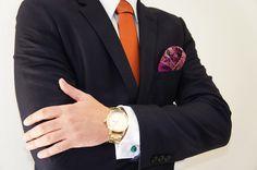 Complementos para un estilo elegante, combinando el naranja, verde, morado y el dorado.