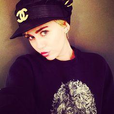 """#miley #cyrus #queen #smiler #smilers #smilersunite #twerk #wecantstop #fu #adoreyou #4x4 #dope #marijuana #molly #party #partygirl #tongue #dance #naenae…"""