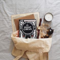 The Night Circus ~ Erin Morgenstern --- livro da semana Book Nerd, Book Club Books, Good Books, Books To Read, Book Instagram, Photo Instagram, Flat Lay Photography, Book Photography, Meaningful Tattoos For Family