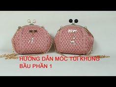 HƯỚNG DẪN MÓC TÚI KHUNG BẦU- PHẦN 1 - YouTube Crochet Clutch Pattern, Crochet Coin Purse, Crochet Purses, Costumes Faciles, Frame Purse, Red Handbag, Bag Patterns To Sew, Crochet Handbags, Crochet Videos
