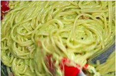 Aprenda a fazer o macarrão à carbonara de abacate: | Este carbonara de abacate é perfeito para um jantar rápido durante a semana