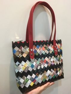 Candy Wrappers, Paper Design, Purses And Bags, Diy And Crafts, Kate Spade, Tote Bag, Sewing, Scrappy Quilts, Craft