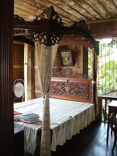 A four postered matrimonial Ah Tay bed in the Master's bedroom. Don Florencio Noel House, Carcar, Cebu. Asian Interior Design, Best Interior, Stylish Interior, Asian Design, Modern Interior, Living Furniture, Home Furniture, Furniture Design, Filipino Architecture