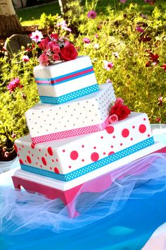 I would love thos for my sweet 16 but with purples!! ** wink wink madre**