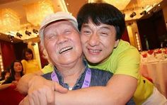 Jackie Chan with his dad               Charles Chan (1914–2008) and Lee-Lee Chan (1916–2002) were the parents of actor/director Jackie Chan .From Wiki.