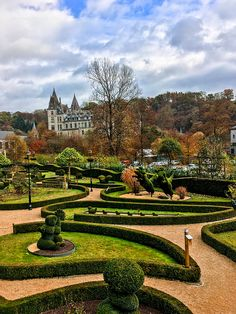 Beautiful chateau view from the topiary garden in Durbuy Belgium in the southern part of Belgium. Discover the best things to do in Durbuy! #Travel #Belgium #BeautifulPlaces #Castle
