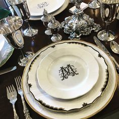 Formal table settings with monogrammed plates Place Settings, Table Settings, Traditional Dining Rooms, China Sets, China Patterns, Dinner Table, Fine Dining, Tablescapes, Dinnerware