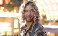 Casey James Debuts 'Cryin' On A Suitcase' Video