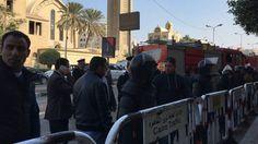 EL CAIRO (AP) — Una explosión que remeció el domingo una capilla adyacente a la principal catedral cristiana copta en El Cairo mató a 25 personas e hirió a otras 49, en uno de los atentados más letales contra esta minoría religiosa en la historia reciente.