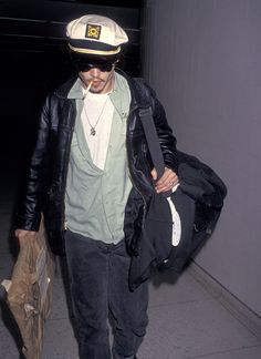 We're looking back at 15 outfits that epitomized Johnny Depp's unrivaled accessories game. Johnny Depp Smoking, Outfit Grid, Street Style Trends, Keith Richards, Fashion Outfits, Fashion Trends, Fashion Styles, Personal Style, Celebrity Style