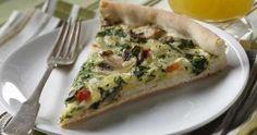 RECETTE : Les merveilleuses saveurs d'une quiche dans une croûte de pizza fraîche.  Superbe pour un brunch ou un souper végétarien #recevoir  #bienfaire  #quiche  #vegetarien