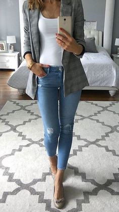 45 Lovely Spring Outfits You Must Own - Summer Mode Böhmisches Outfit, Blazer Outfits, Preppy Outfits, Outfit Jeans, Mode Outfits, Chic Outfits, Fashion Outfits, Womens Fashion, Classy Jeans Outfit