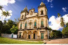Igreja de Nossa Senhora dos Prazeres dos Montes Guararapes, em Jaboatão dos Guararapes, estado de Pernambuco, Brasil. Construída em 1565, contém imagens barrocas de grande valor histórico e obras de arte dos séculos XVII e XVIII.