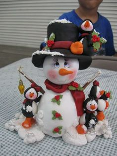 *SORRY, no information as to product used ~ boneco de neve Christmas Topper, Polymer Clay Christmas, Christmas Decorations, Christmas Ornaments, Christmas Time, Christmas Snowman, Snowman Crafts, Christmas Projects, Holiday Crafts