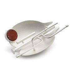 KATJA PRINS-NL brooch Continuum, 2007 | silver, sealing wax | 86 x 58 x 26 mm