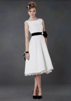 Tea length wedding dress with bateau neckline I Style: Nora I Alyne by Rita Vinieris I http://knot.ly/6491BACOS