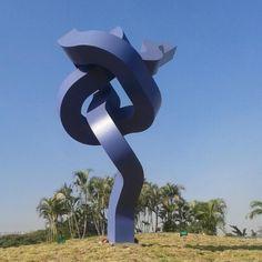 Arte Escultórico en las vías principales de Venezuela APELIOTES de Alberto Cavalieri del Proyecto VIARTE
